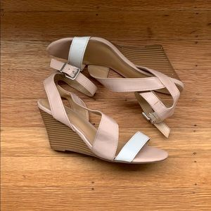 Express wedges, nude/white